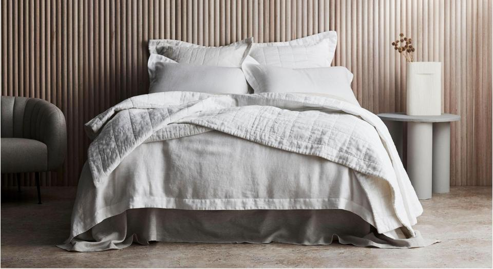 What is Jacquard Matelassé? How to Style White Weaves in your Bedroom