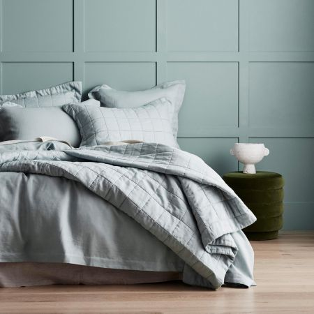 Abbotson Linen Bed Cover in mint frost