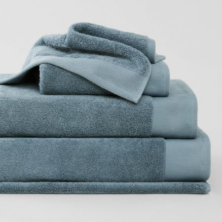 Luxuryretreatcollection_Bluereef_5-Stack-Towel-Collection