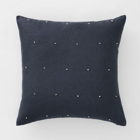 Maner Cushion in Carbon