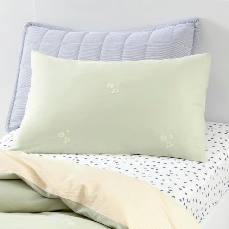 Daisies_Softgreen_Kids-Pillowcase-Single
